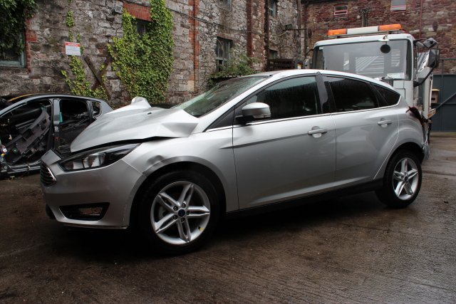 Ford Focus Stub Axle with Hub and Bearing Front Drivers Side -  - Ford Focus 2016 Petrol 1.0L Code M1DD  130 HP Manual 6 Speed 5 Door Elt Windows Front.17 Inch Wheels