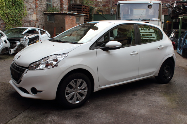 Peugeot 208 Door Mirror Passengers Side -  - Peugeot 208 2014 Petrol 1.2L Manual 5 Speed 5 Door Elt Windows Front