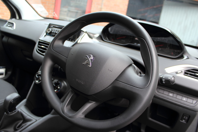 Peugeot 208 Door Front Drivers Side -  - Peugeot 208 2014 Petrol 1.2L 2012 - Present Manual 5 Speed 5 Door Elt Windows Front